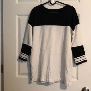 Oversized sweatshirt with pockets